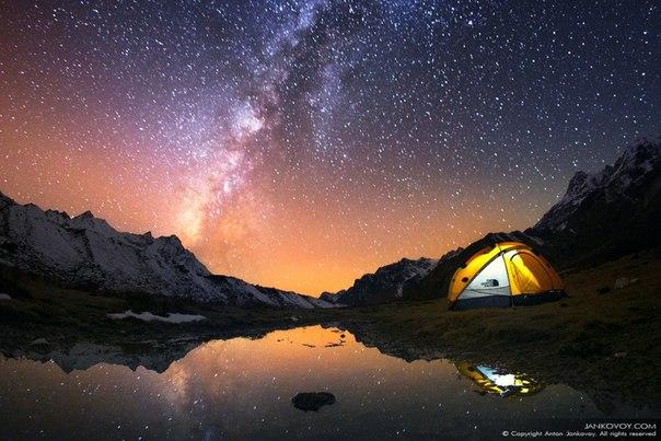 «Прикосновение к вечности». Горный массив Канченджанга в Гималаях, Непал. Фотограф - Антон Янковой: Спокойной ночи!