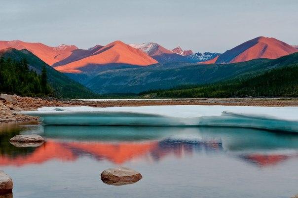 Река Кюлях-Мустах — правый приток Индигирки, Якутия. Автор фото — Михаил Черемкин