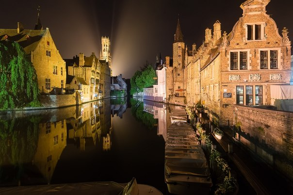 Brujas de noche, la Bélgica. El autor de la foto — Aleksey Kruglenya