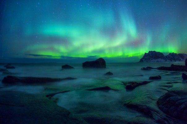 Северное сияние на Лофотенских островах, Норвегия. Автор фото — Вадим Балакин: Спокойной ночи!