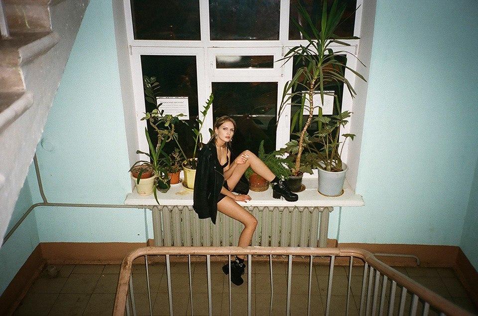 фото жены на лестничной площадке