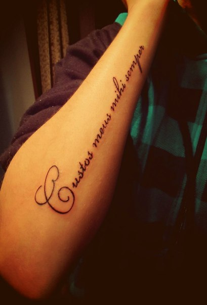 Ты всегда со мной на латинском тату