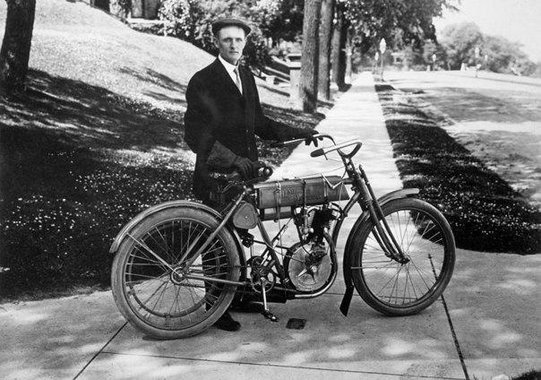 Первый мотоцикл Harley Davidson