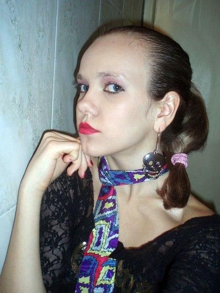 Эту 15-летнюю девочку зовут Орнелла, и она уже увлекается силиконом...   В продолжении  фото ее мамы, в общем как говорится яблоко от яблони недалеко падает...  Первая фотка до силикона , а остальные после