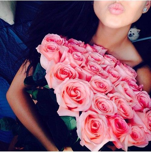 Фото девушек реальных с цветами