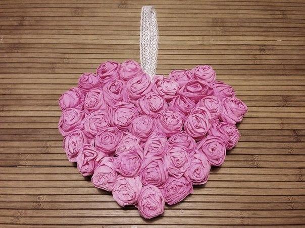 Сердце из бумажных роз