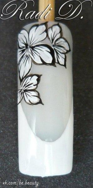 Как нарисовать цветок белый на ногтях