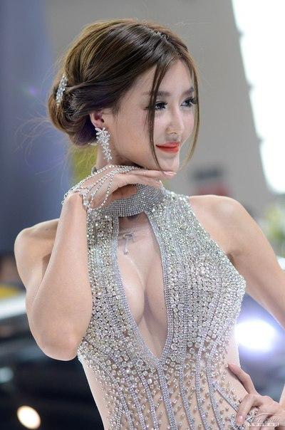 китайская девочка с большой грудью: