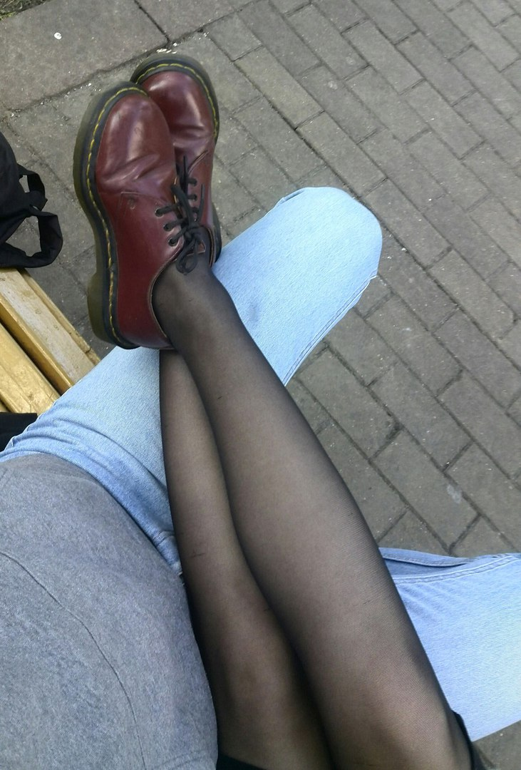 Задирает юбку на эскалаторе — pic 8