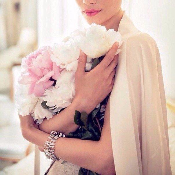 Жизнь заставляет женщину становиться сильной, когда нет возможности быть слабой…. (1 фото) - картинка