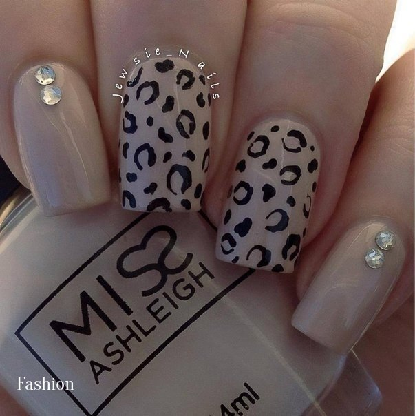 Несложный дизайн ногтей шеллак