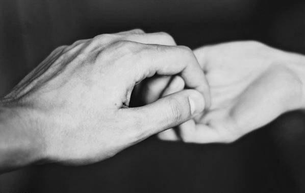 Цените людей, которые не боятся испортить себе репутацию и держат вас за руку, д...