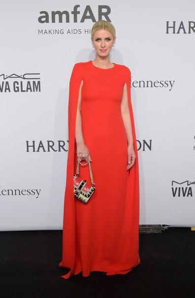 оранжевое закрытое платье в пол Ники Хилтон Гала-ужин amfAR-2015 в Нью-Йорке