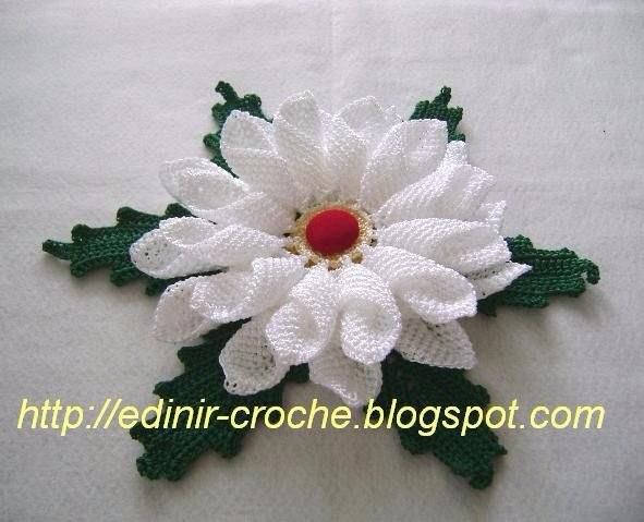 Красивый цветок крючком (2 фото) - картинка