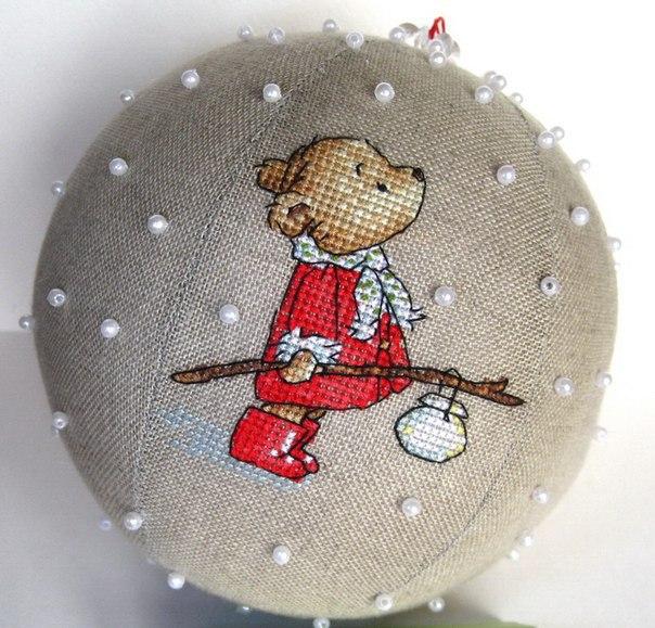 Новогодний шар с вышивкой (9 фото) - картинка