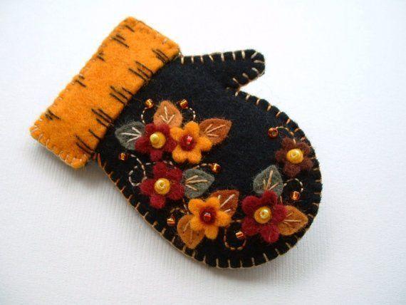 Декоративные варежки из фетра