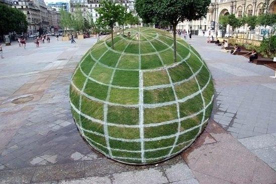 Невероятная зрительная иллюзия в Париже