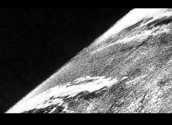 Самая первая фотография из космоса была сделана 24 октября 1946 года. Снимок был...