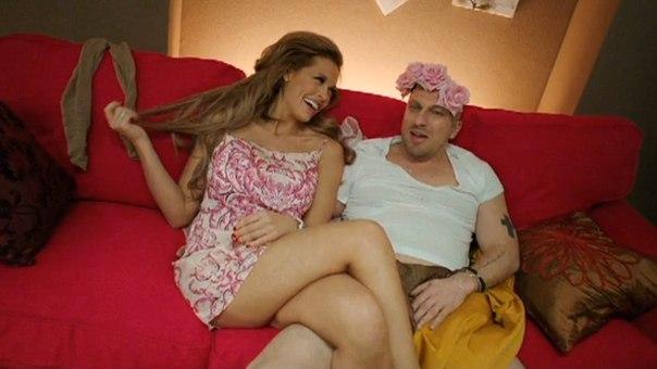 Порно онлайн малец трахает девушку видео 45060 фотография