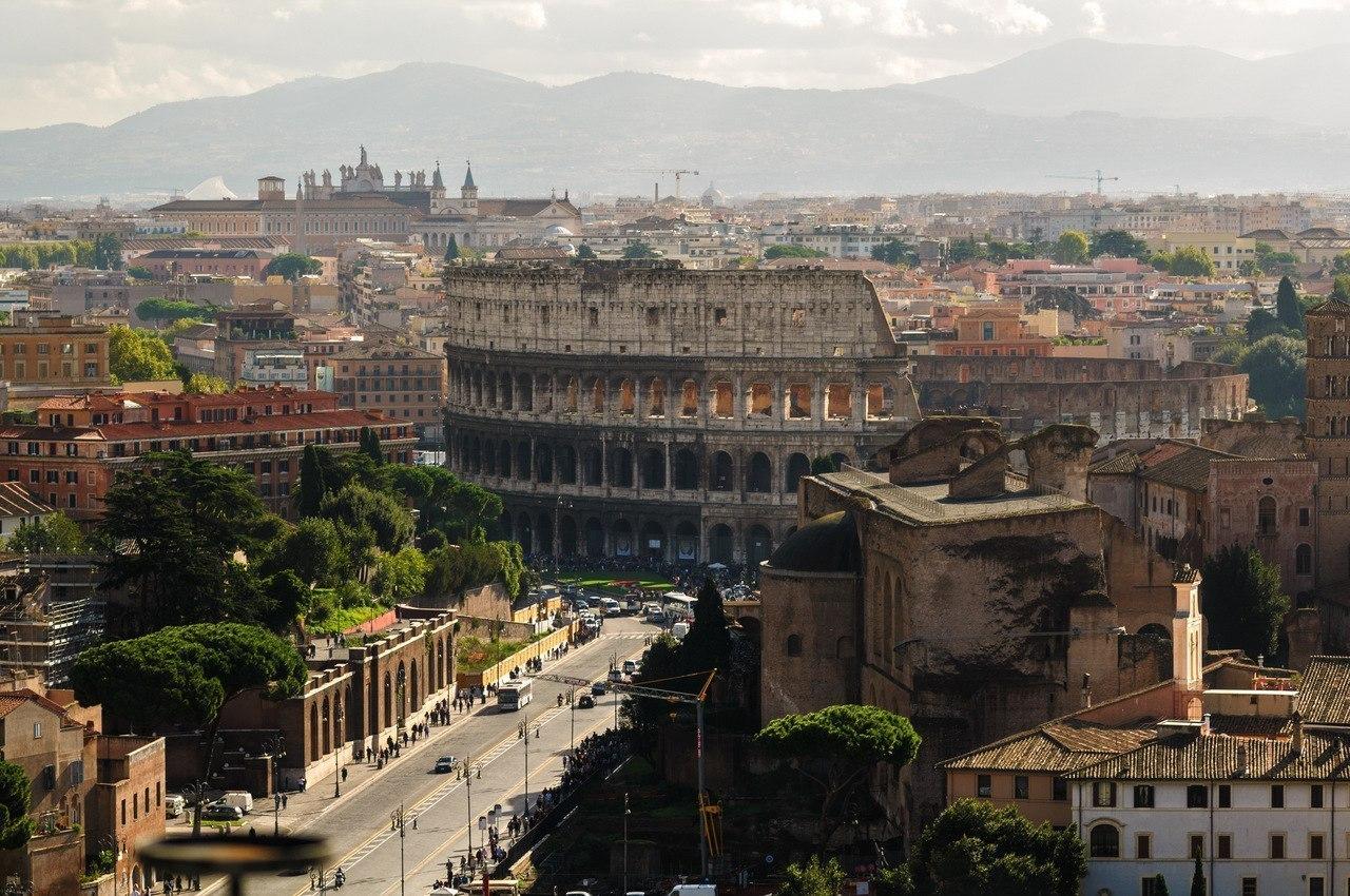 Рим, вид на Коллизией с обзорной площадки Витториано.