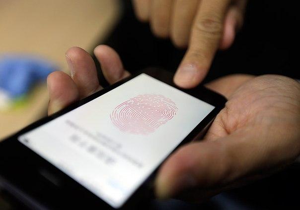 Депутатам Госдумы рекомендовали отказаться от iPhone и iPad в целях безопасности