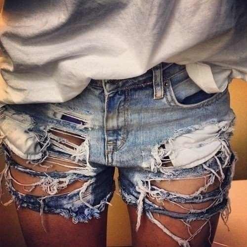 Как сделать из джинс рваные шорты