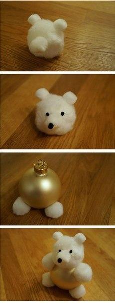 Мишка из елочного шара и ваты