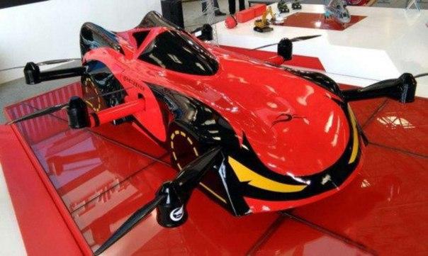 Китай представил летающий робомобиль