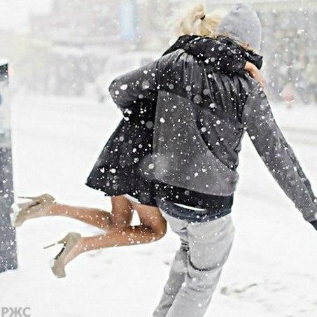 Это новый год снегом обнимает
