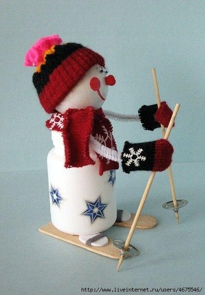 Снеговики на лыжах своими руками