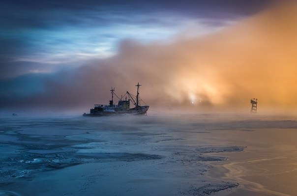 Кольский залив, Мурманск. Автор фото: Виталий Новиков. Спокойной ночи!