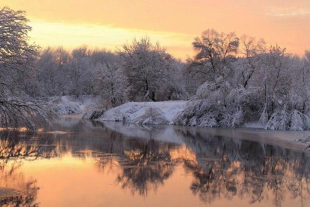 Рассвет на берегах Десны, Брянская область. Автор фото — Константин Савченков
