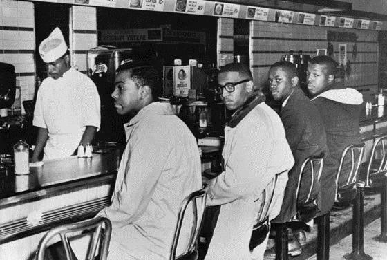 1 февраля 1960 года четыре афроамериканских студента сели...