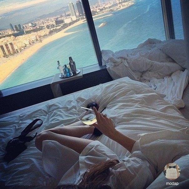 Бывают дни, когда лучшее платье одеяло, а самая лучшая компания тишина!… (1 фото) - картинка