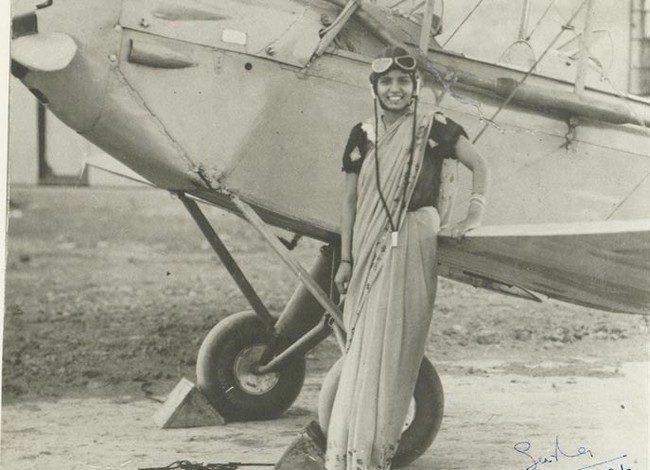 21-летняя Sarla Thakral, первая индийская женщина, получившая лицензию пилота, 1936 год.