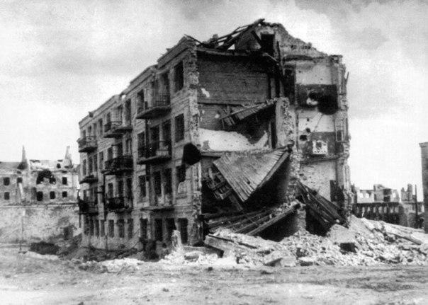 """""""Дом Павлова"""" в Сталинграде - у этого дома немцы потеряли больше солдат, чем при..."""