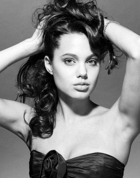 Анджеліна Джолі в 16+ років