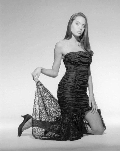 Анджеліна Джолі в сексуальній сукні 16+ років