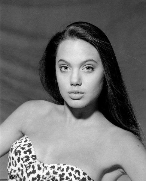 Молоденька Анджеліна Джолі ше навіть цицьки не виросли