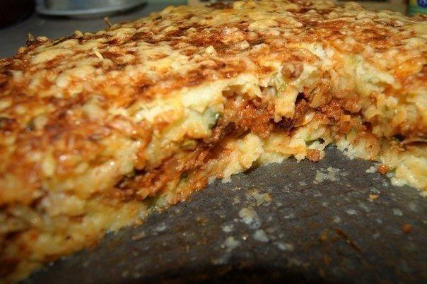 Картофельный пирог-запеканка  Ингредиенты: - 1.7 кг картофеля - 100 г муки - 1 луковица большая - 3-4 зубчика чеснока...