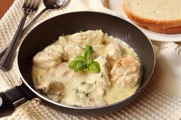 Курица с грибами в сливочном соусе  Ингредиенты:  Куриные грудки — 2 шт. Шампиньоны — 400 г Сливки 22% — 300 мл...