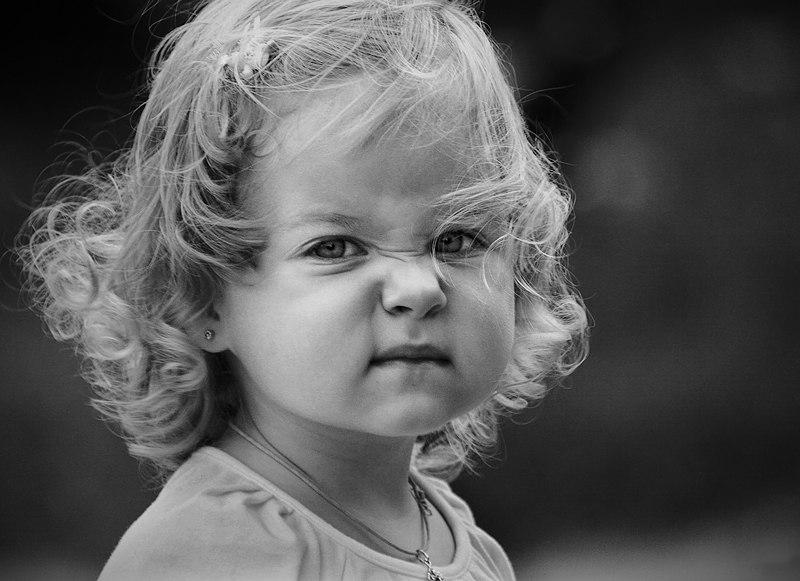 ???? Одна маленькая девочка, когда у нее было плохое настроение, входила в комнату со словами: