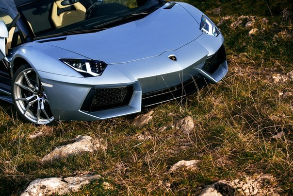 Lamborghini Aventador Roadster. #CarsGirls