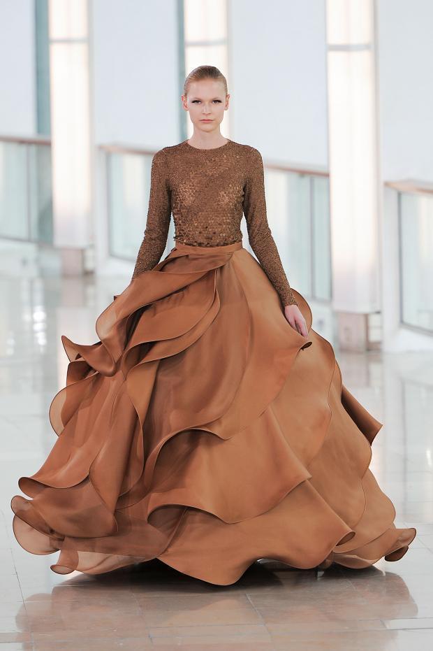 струящееся пышное платье песочного цвета коллекция новая стефани роланд 2015