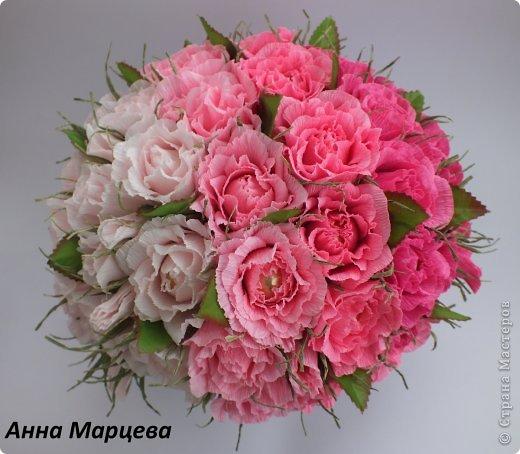 Роза из конфет и гофрированной бумаги. Мастер-класс… (9 фото)