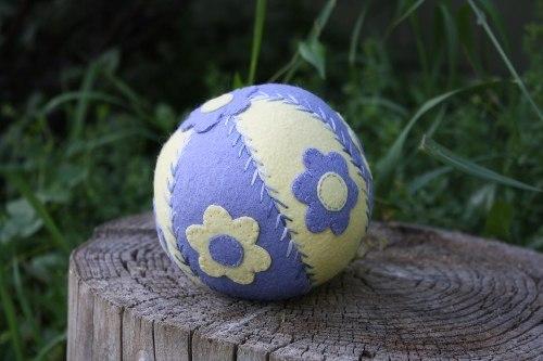 Шьем мячик из фетра (10 фото) - картинка