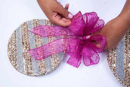 Как красиво завязать бант для подарка (10 фото) - картинка