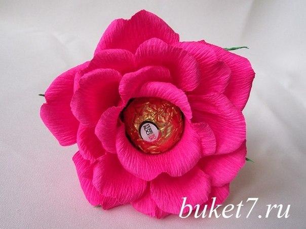 Объемная роза из гофрированной бумаги и конфет… (9 фото) - картинка