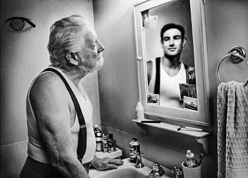 """Зеркало помнит"". Фотопроект Tom Hussey."