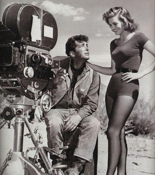 На съёмках фильма «Рио Браво», 1959 г.